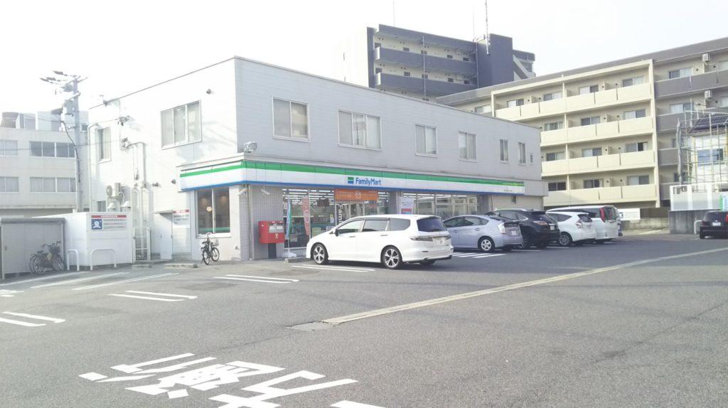 ファミリーマート昭和塩付通一丁目店(2階は本部の地区事務所)