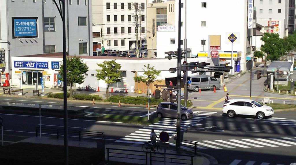 尾張一宮駅(東口)から改装工事中店舗の風景