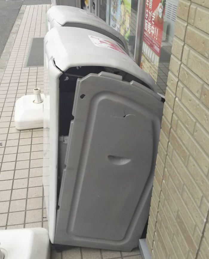 潰れたゴミ箱