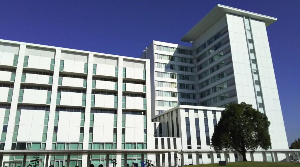 藤田保健衛生大学病院外来棟と新棟(A棟)
