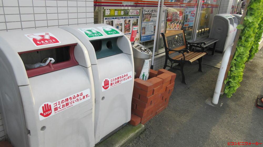 サークルK豊橋大清水店(喫煙コーナーのベンチ)