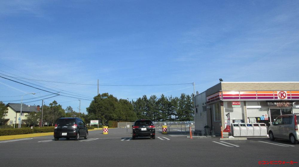 サークルK蒲郡春日浦店 店舗裏駐車場への通路(通常時は閉鎖)