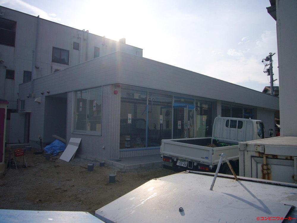 サークルK形原店(旧店舗の裏側に建設中の新店舗、2008年頃)