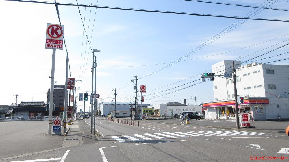 サークルK岐阜南うずら五丁目店(左) ポール看板とサークルK南うずら店(右) ポール看板
