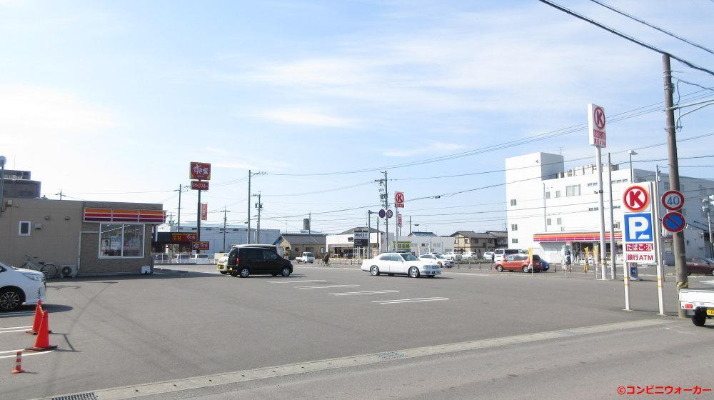 サークルK岐阜南うずら五丁目店(左)とサークルK南うずら店(右)