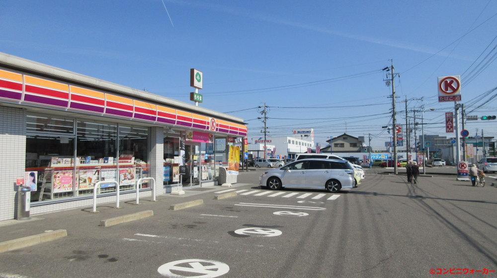 サークルK岐阜北鶉店 駐車枠に変わったサークルKロゴマーク標示