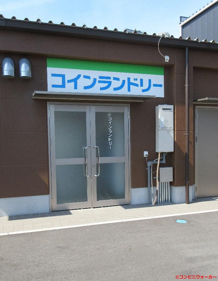 ファミリーマート岐阜羽島インター店併設コインランドリー 裏口