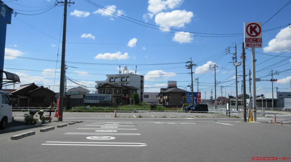 サークルK碧南権田町店 駐車場とポール看板