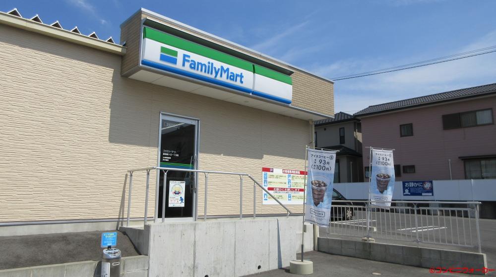 ファミリーマート豊橋緑ヶ丘一丁目店 店舗裏側出入口