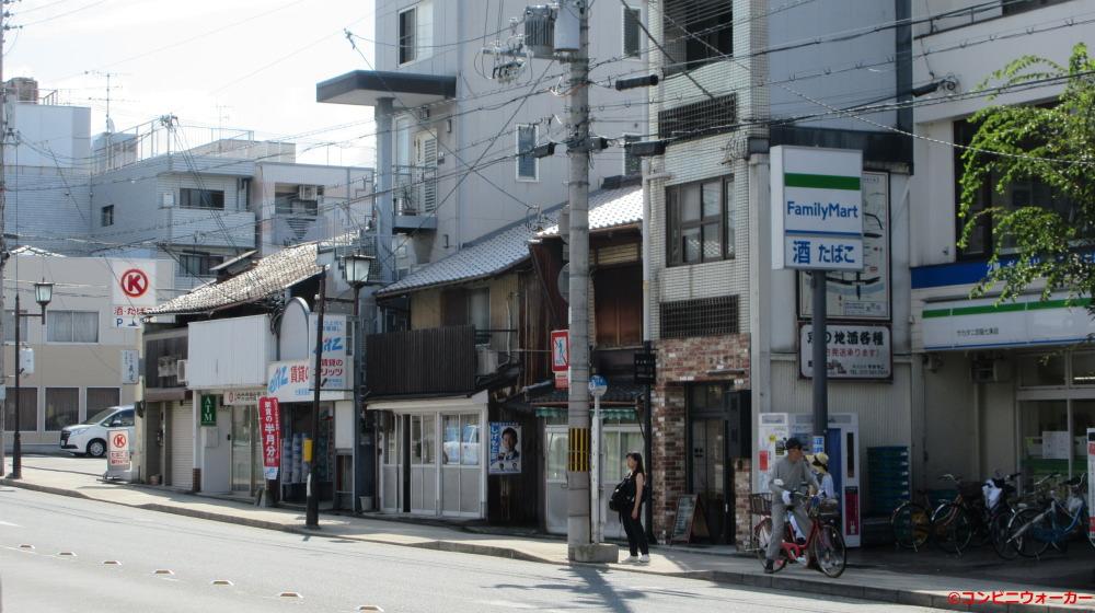 ファミリーマート サカタニ京阪七条店 数軒先にサークルK