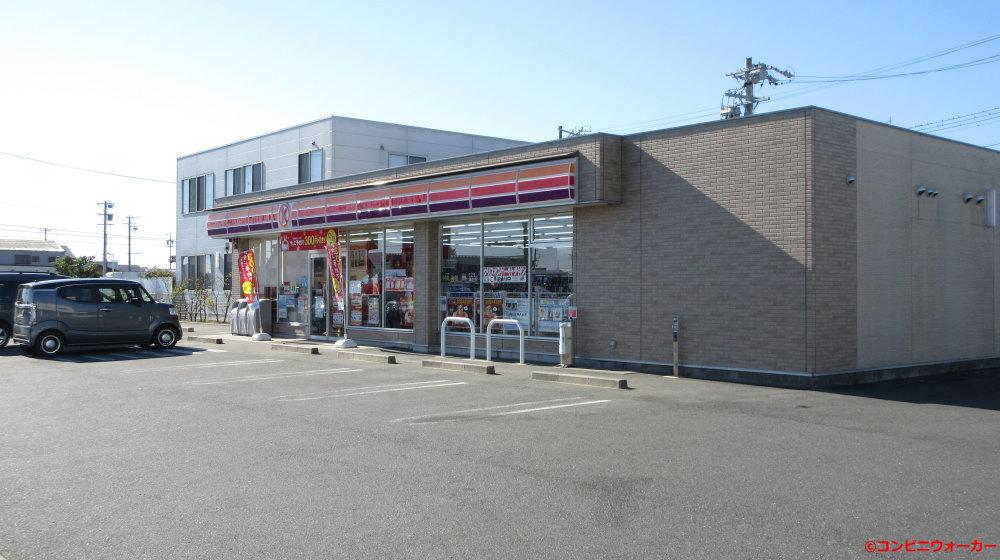 サークルK浜松小池町店 後方の2階建て建物はファミリーマート(旧サークルKサンクス)浜松事務所