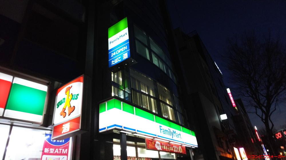サンクス上野入谷口店 ロゴ看板とファミリーマート上野駅入谷口前店 ファサード看板&ロゴ看板