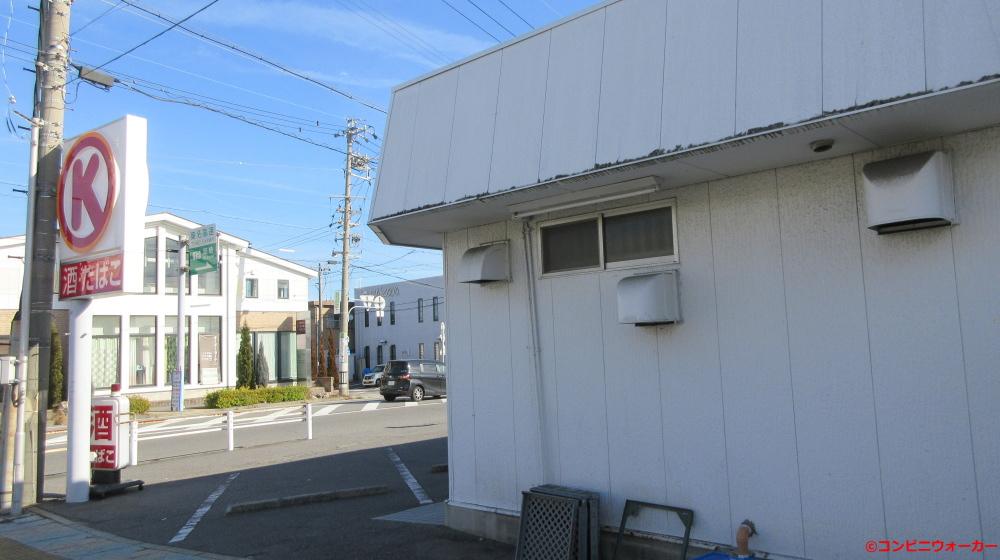 サークルK北岡崎店 店舗横(右)とポール看板