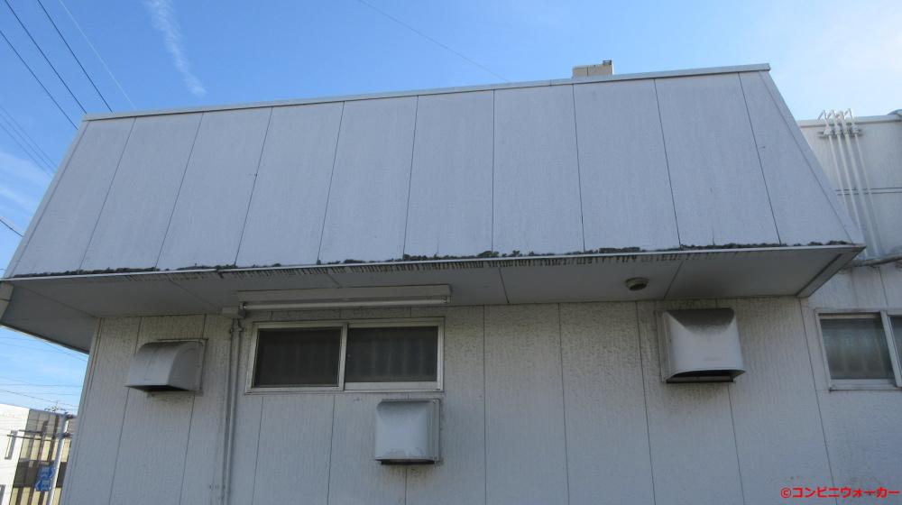 サークルK北岡崎店 店舗横(右)の屋根
