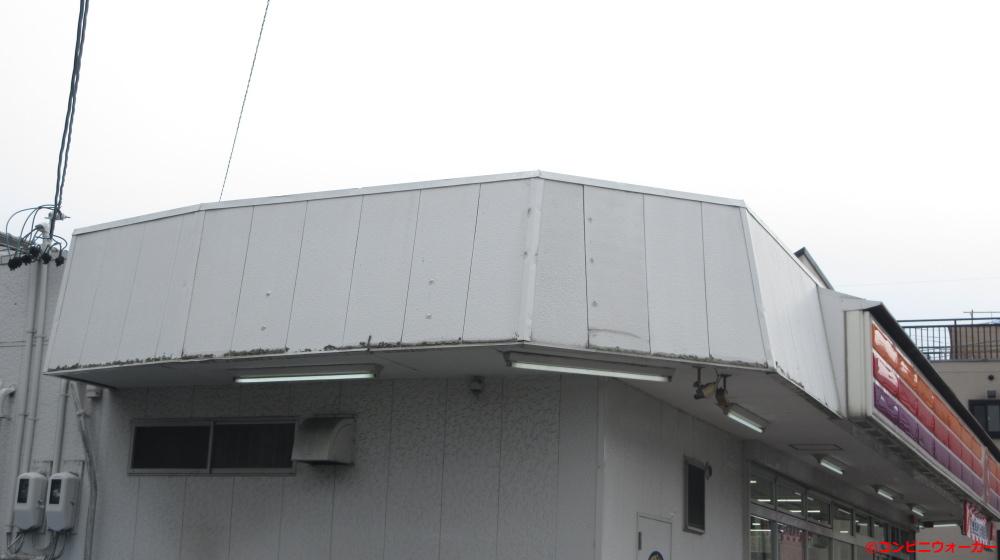 サークルK若林店 三角屋根と軒下蛍光灯