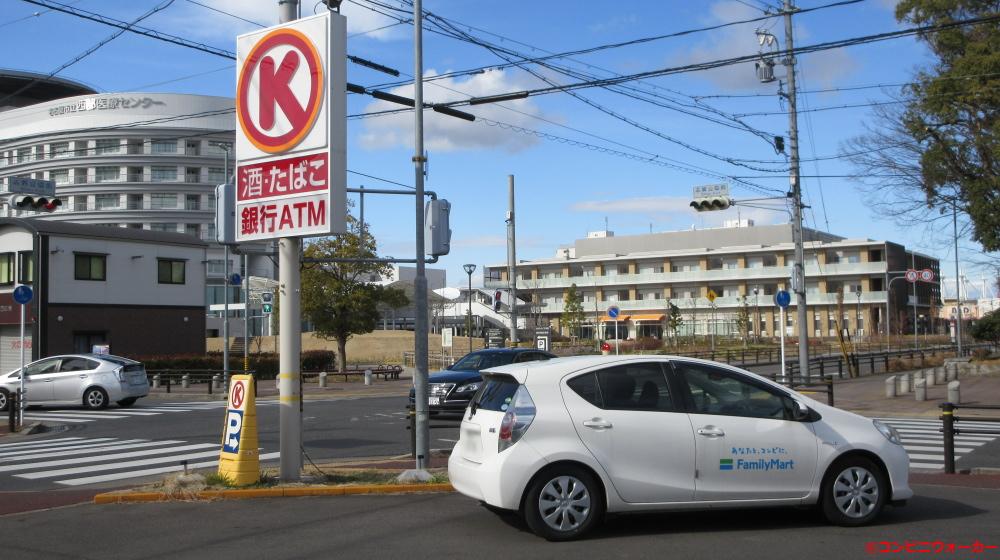 サークルK西志賀町三丁目店 ポール看板とファミリーマート営業車