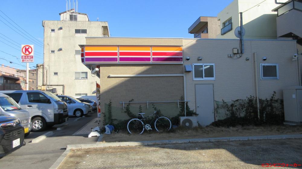 サークルK名古屋大幸四丁目店 店舗横の緑地帯