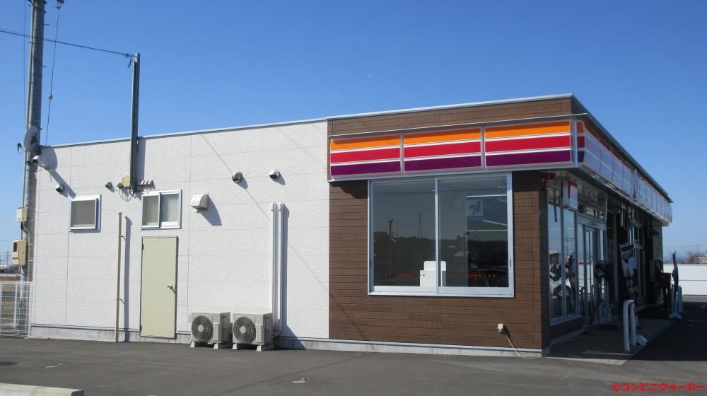 サークルK犬山塔野地北店 サークルKサンクス仕様の建物にファミリーマート仕様の外壁