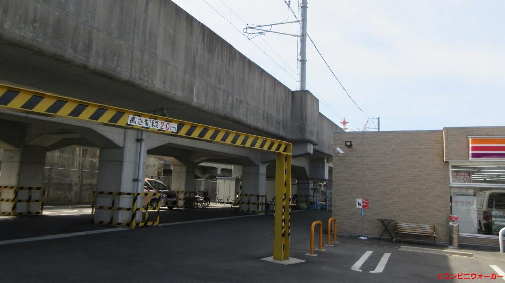 サークルK烏森駅東店 鉄道高架下駐車場