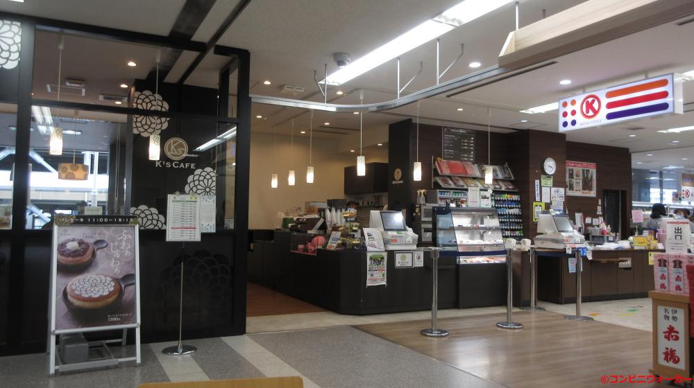 サークルKミニ名古屋空港店 レジカウンター(左:K's CAFE、右:サークルK)